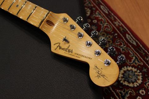 Fender_YJM_SG_Head.jpg