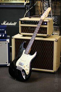 世にも珍しい『Alleva Coppolo』(アレバコッポロ)のギターが福岡サンパレス店に入荷。